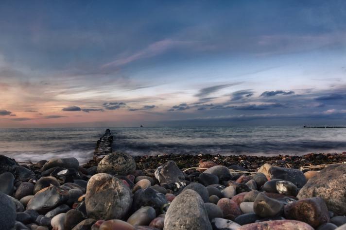 stone-beach-2032655_1920